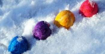 https://pixabay.com/photos/easter-eggs-color-holidays-3248772/